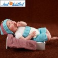 baby-crochet-knit-outfits-blue-red-button-beanies-2