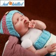 baby-crochet-knit-outfits-blue-red-button-beanies-3